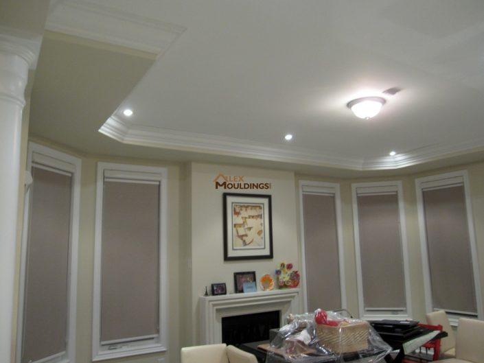 room decorated with crown mouldings