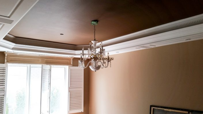 Tray ceiling with dropped mouldings