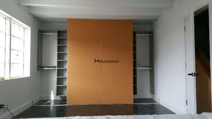 Sliding door closet with side shelving