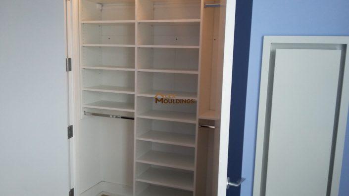 Shelving closet