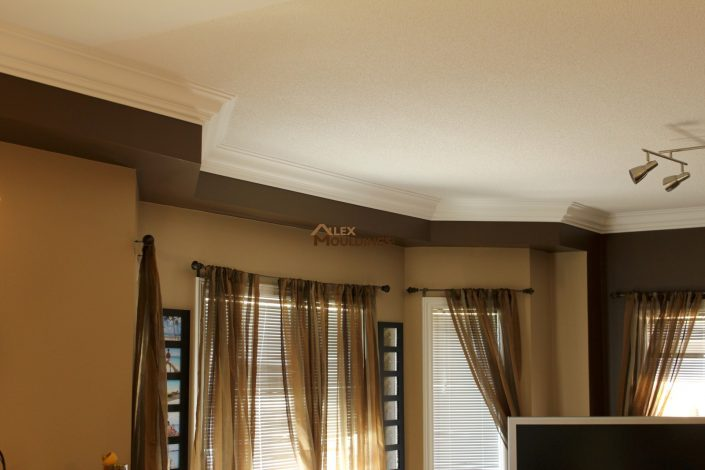painted tray ceiling with crown mouldings