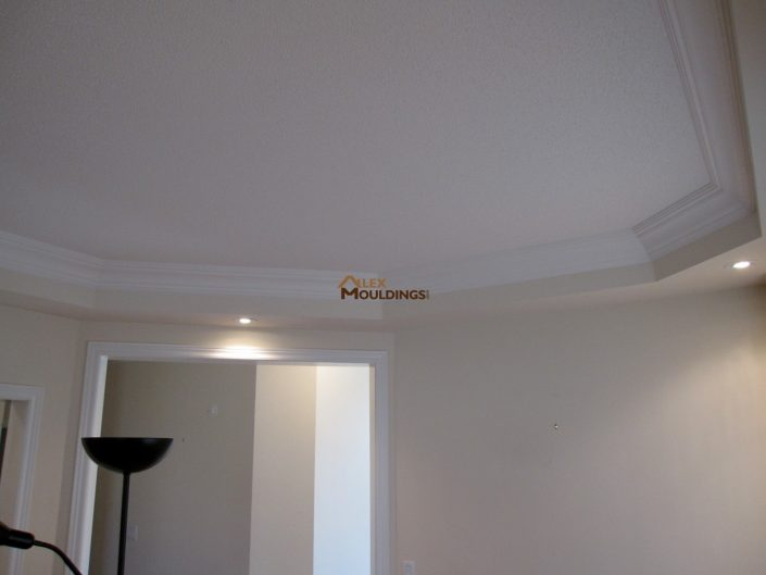 ceiling designed with crown mouldings