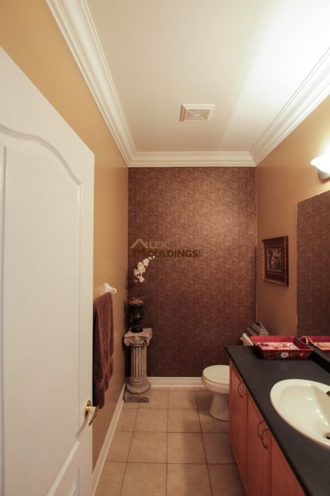 powder room crown moulding design