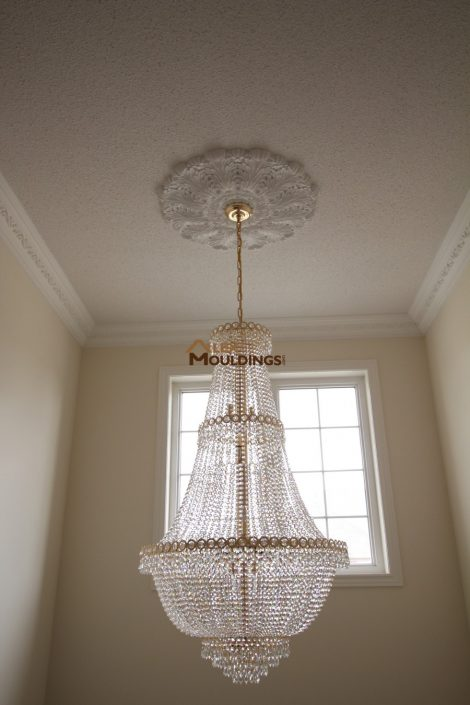 crown moulding with chandalier