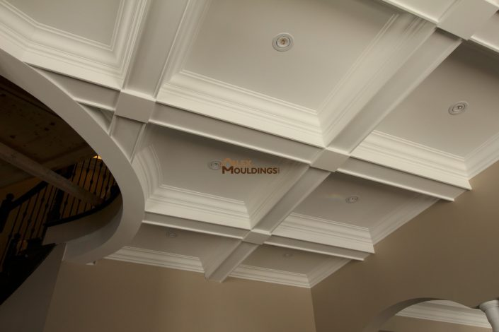 Coffered ceiling with a circle in a middle