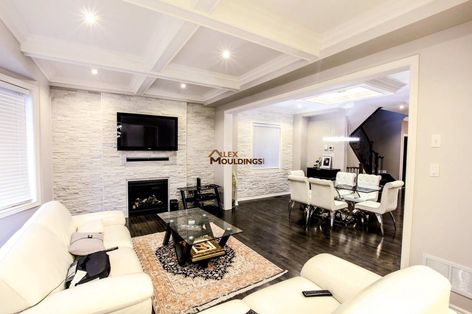 Coffered ceiling in the dining area