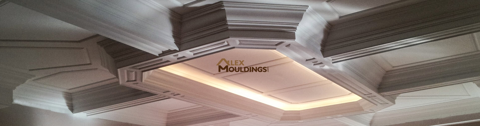 crown moulding on top of kitchen cabinets